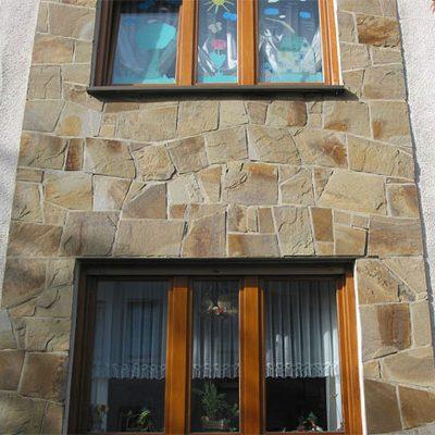 Fassadenelement aus Polygonplatten