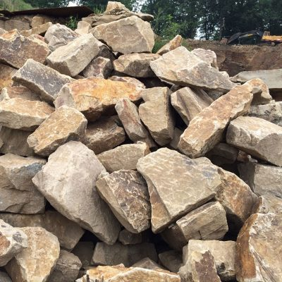 Mauersteine unbearbeitet