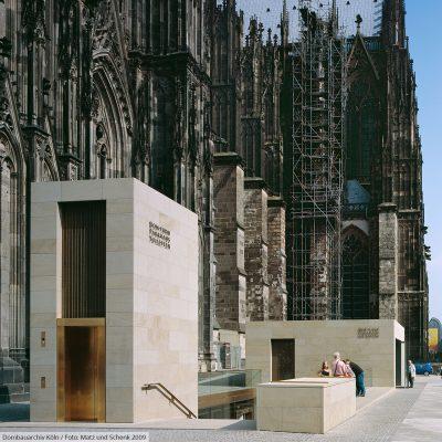 Kölner Dom Zugangsgebäude